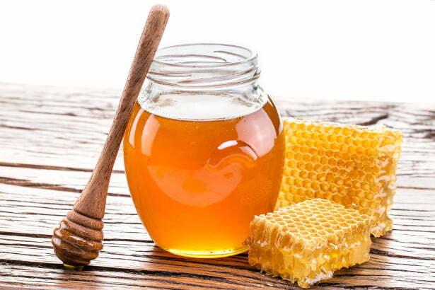 làm mềm sẹo tự nhiên với mật ong