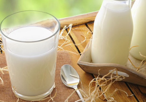 Làm mờ sợ thâm bằng sữa tươi